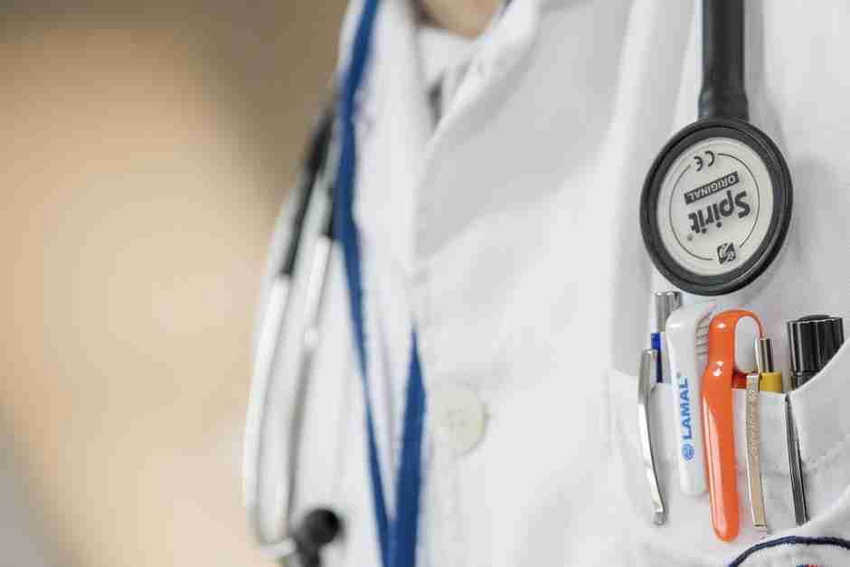 secret symptoms: doctor in white medical clothing