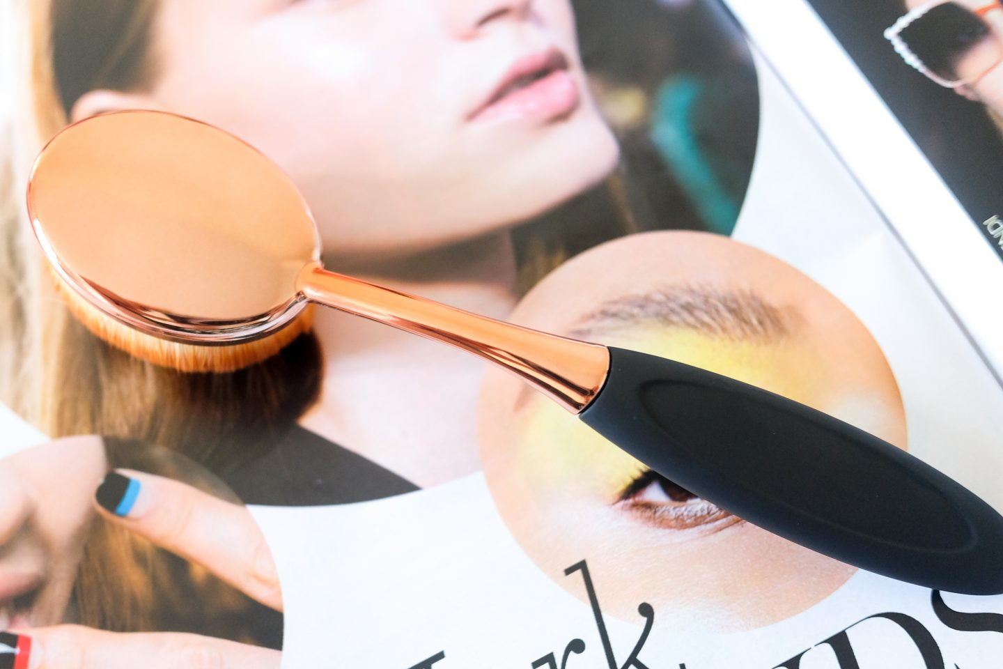 How to Use Oval/Toothbrush Shaped Makeup Brushes