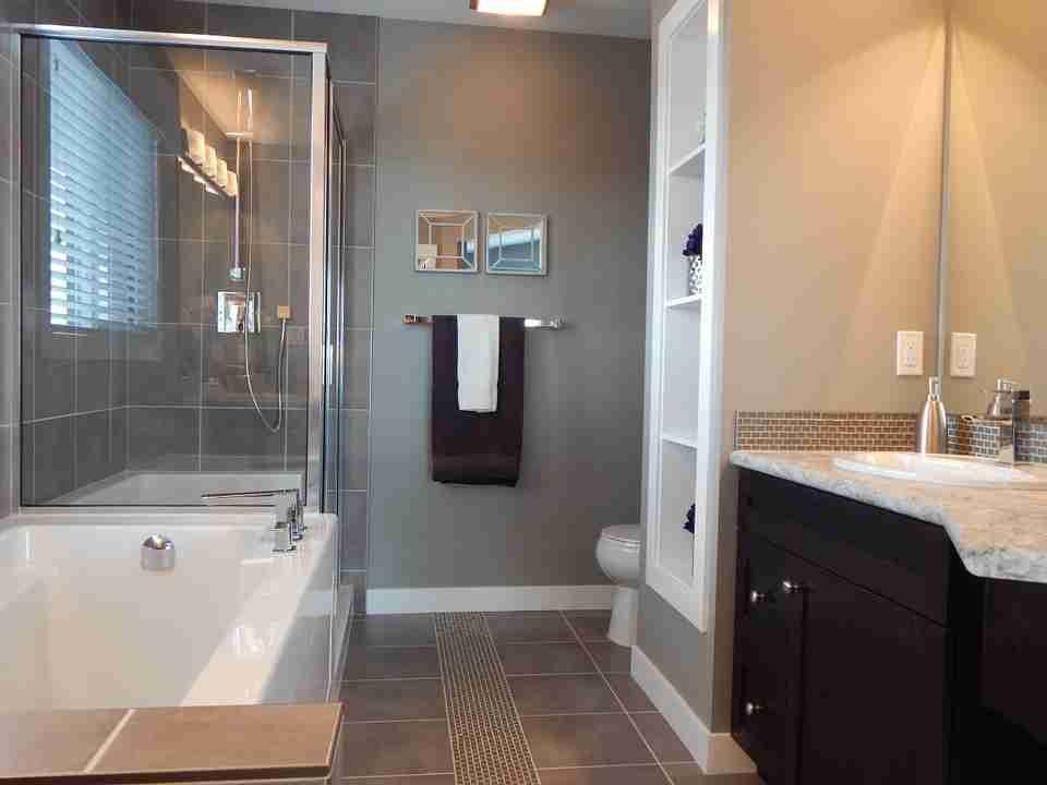 clutter free: modern bathroom