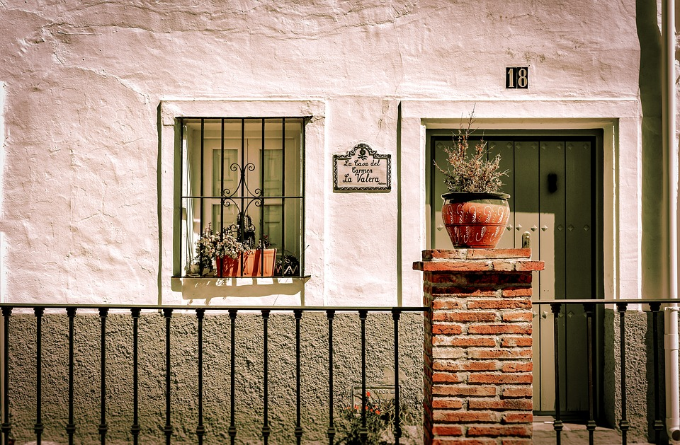 5 Ways I'd Make My Spanish Flat More Like an English House