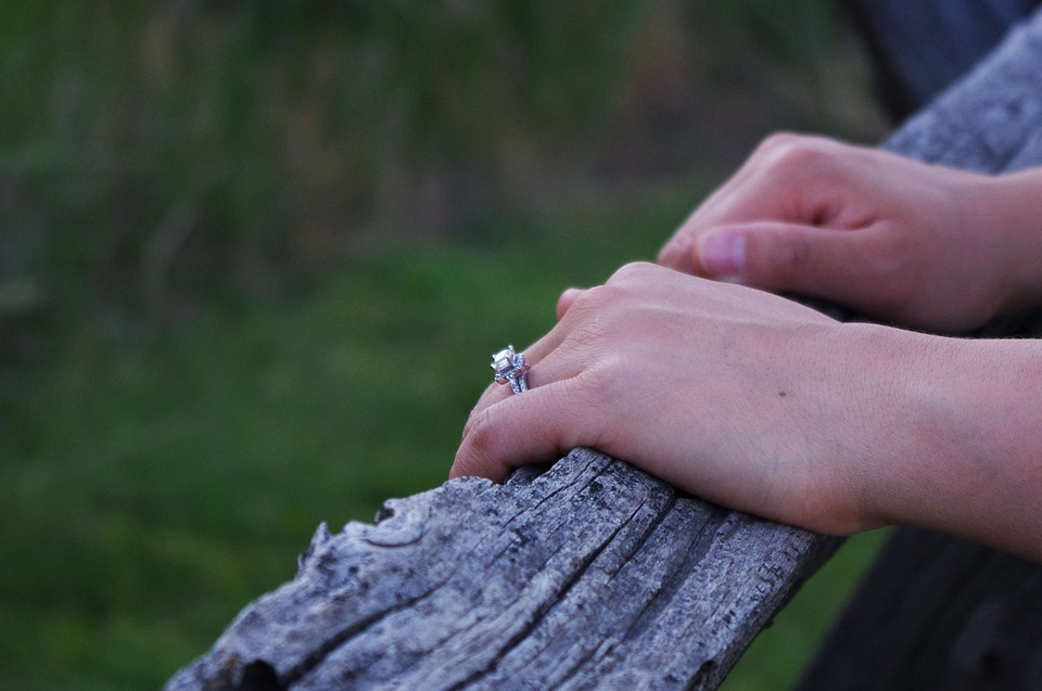 How To Stretch Your Engagement Ring Budget