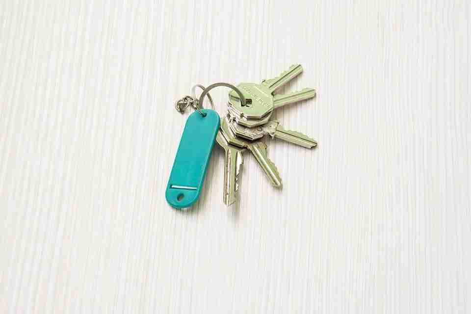 lease a rental property: keys to house.