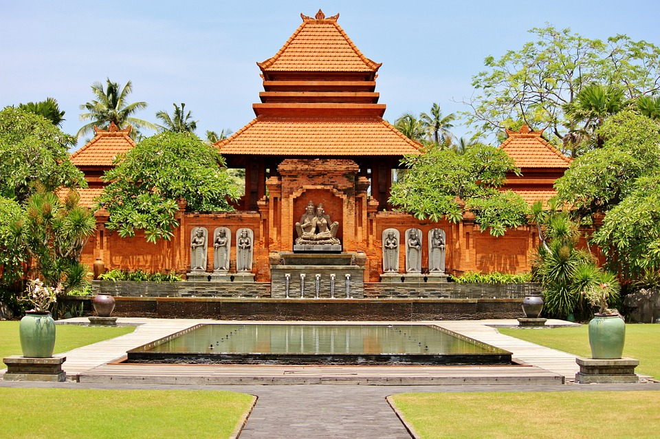 planning the perfect honeymoon: Thailand temple