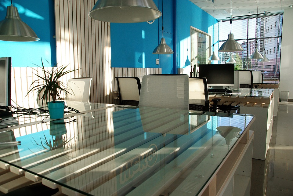 expert design tips: modern blue themed office.