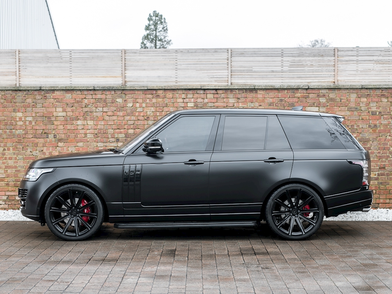 luxury cars: black Range rover