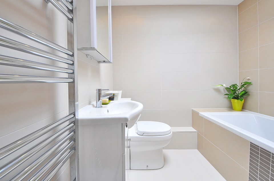 bathroom supplies: picturesque modern light coloured bathroom.