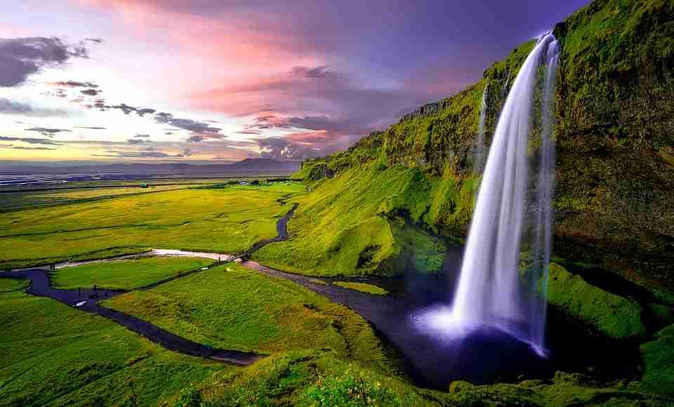 visit Iceland: waterfall