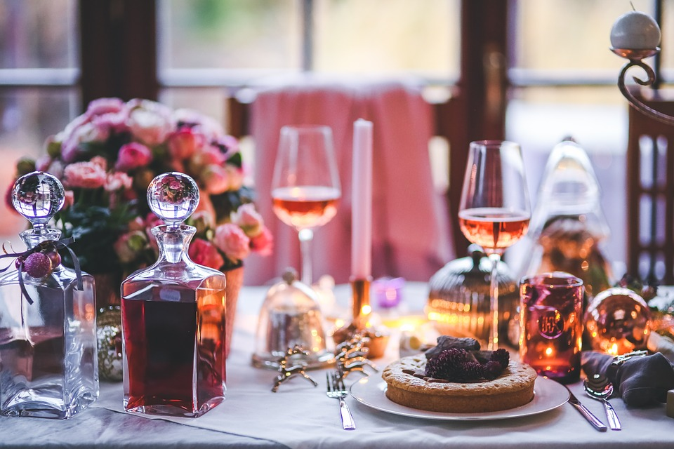 How to Set a Table: The Differences Between Formal and Informal Dinner Parties