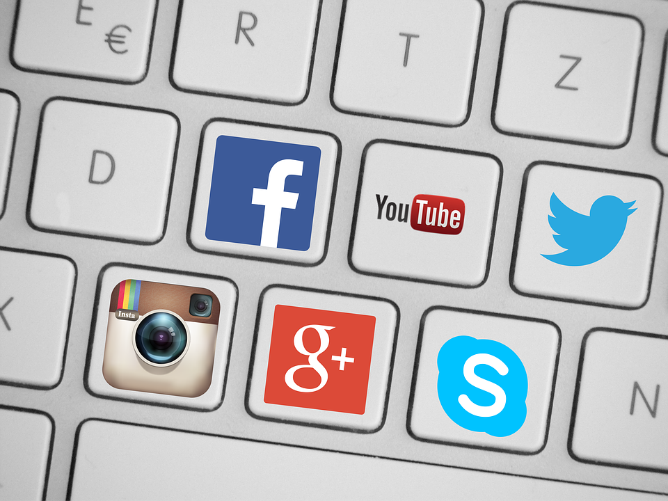 first year blogging: social media icons.