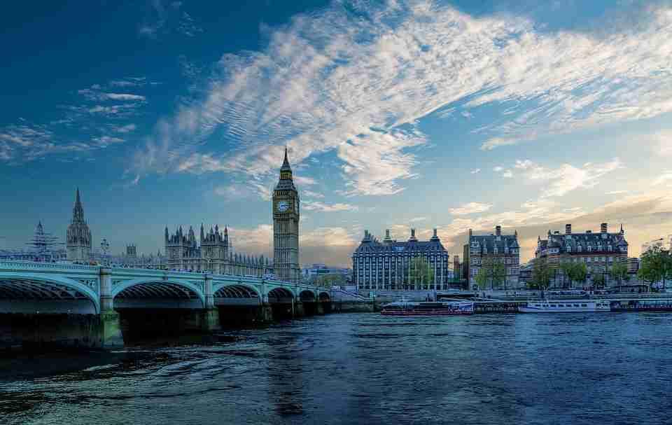 air pollution: The Thames river