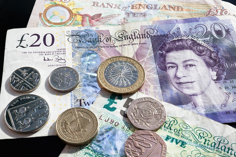 great Christmas gifts: Pound notes and coins