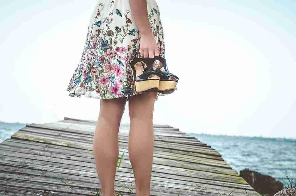 Girl in flowery colourful travel skirt: skirts