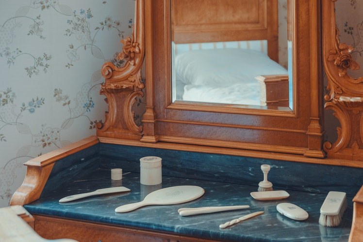 bedroom storage: Dressing table with mirror and full set of grooming items.