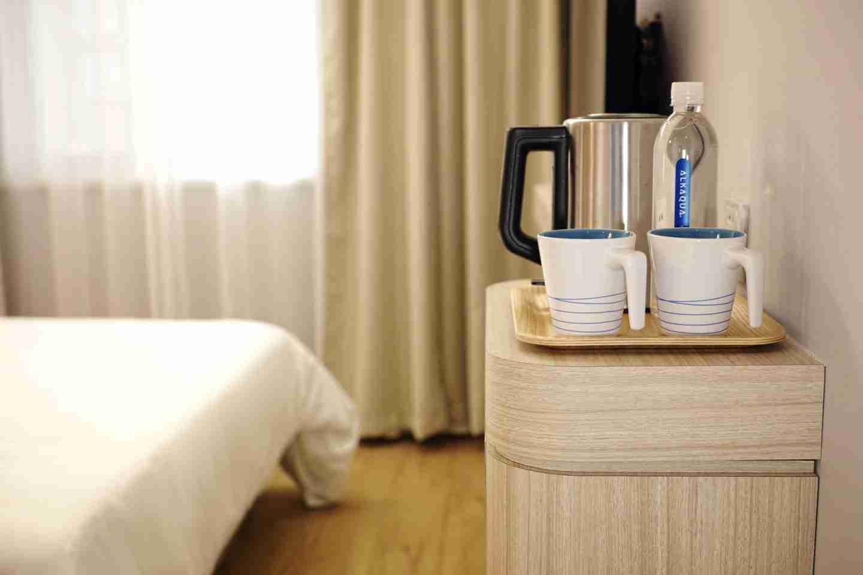 experience India: posh hotel room.