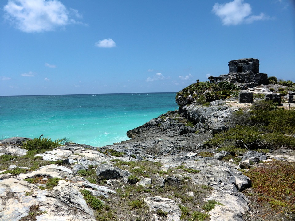 inspirational Mexican places - Tulum's blue crystal sea.
