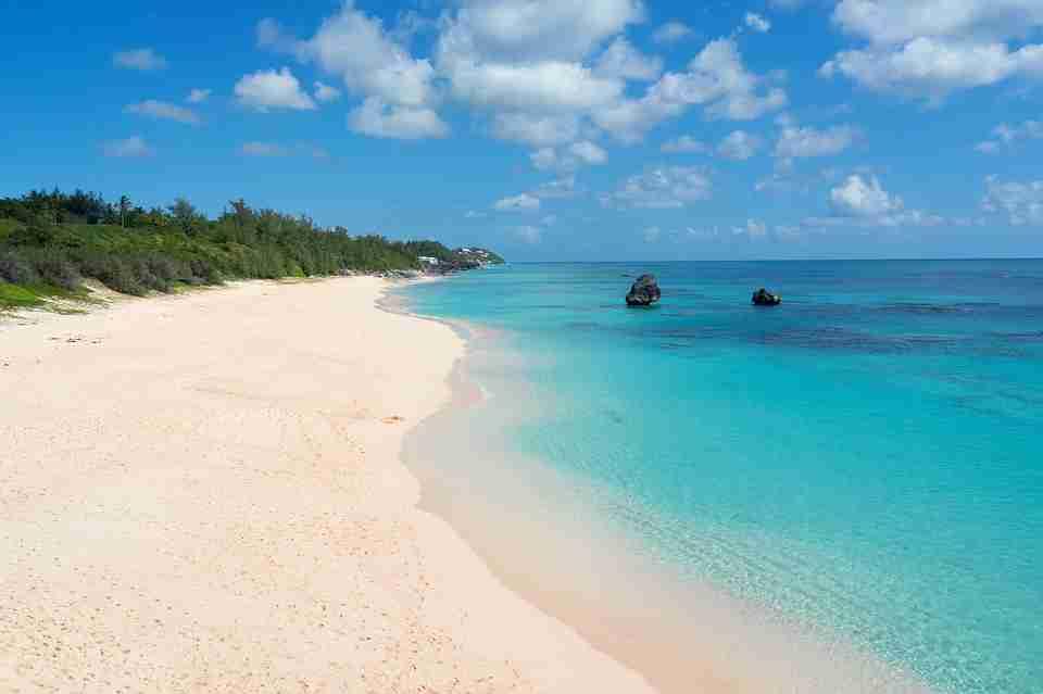 Bermuda: white sandy beach.