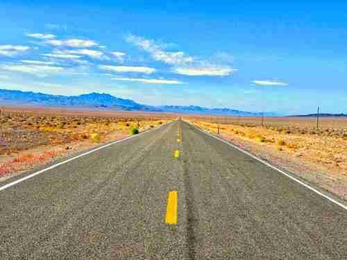 Destination USA: open dual carriageway deset road.
