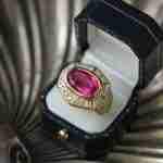 guide to buying loose diamonds: pink diamod ring in box.