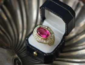 guide to buying loose diamonds: pink diamod ring in box.