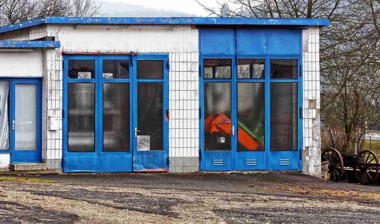 garage door repair: front of garage.