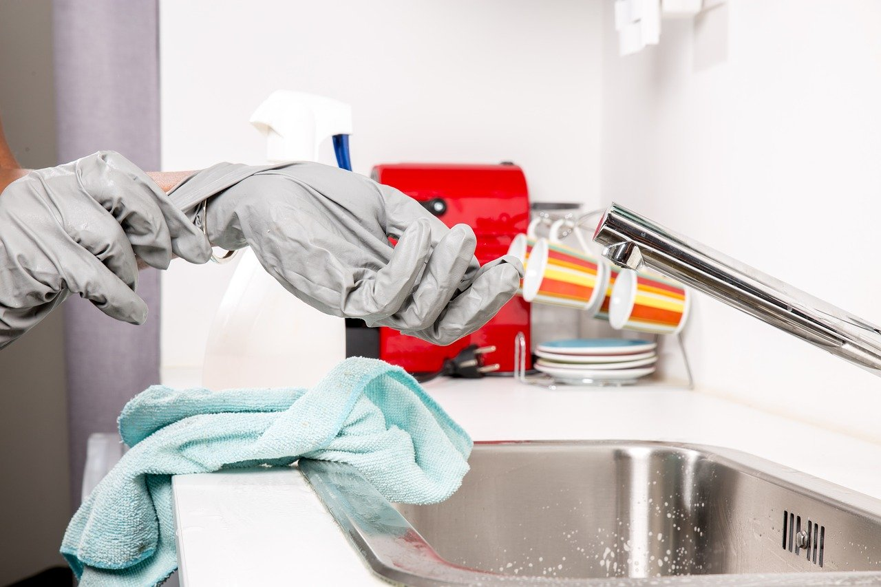 clean your home: person putting on cleaning gloves