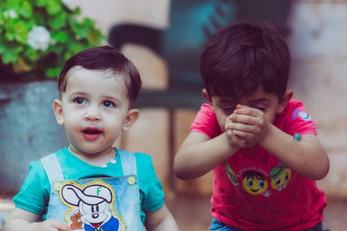 join new mom groups: 2 toddlers playing outdoors