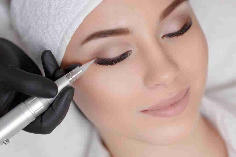 permanent makeup services: young woman having permanent makeup applied.