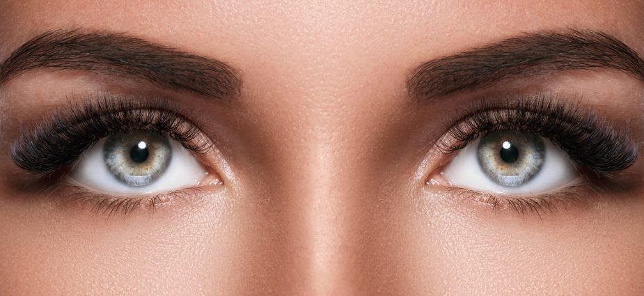 permanent makeup services: woman with green eyes