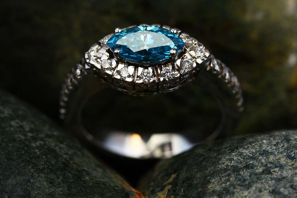 how to price a diamond: blue diamond ring