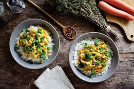 The right convenience food: chicken curry with broccoli on rice on a plate.
