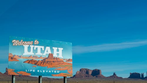 Welcome to Utah sign: live in the US