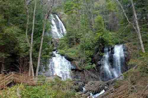 Ruby Falls: most breathtaking waterfalls