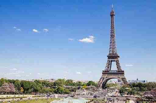 location de voiture: The Eiffel Tower